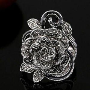 Jewelry - Retro Rose Flower Vintage Ring NWT